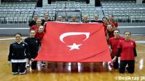 Bayan Voleybol Takımından Cumhuriyet Bayramı Kutlaması